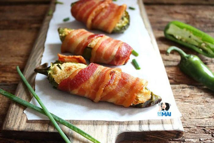 """Món ăn vặt keto 21: Thịt xông khói cuộn ớt Jalapeno với """"phô mai"""" hạt điều"""