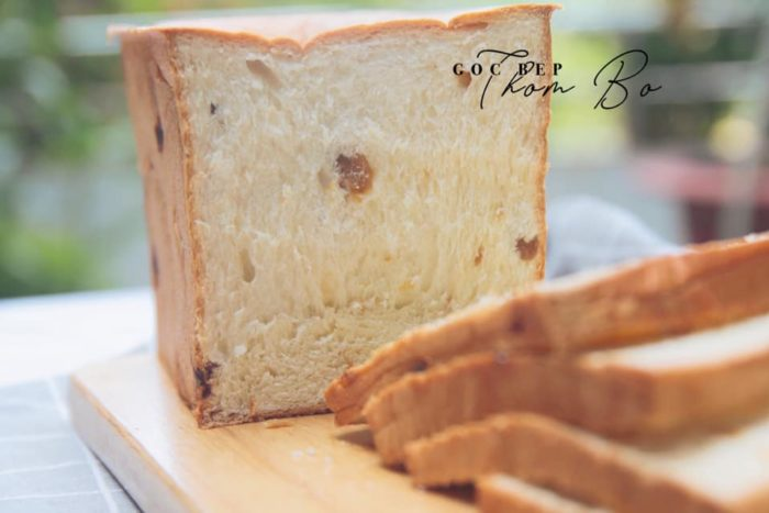 Bí quyết làm bánh mì sandwich nho khô siêu mềm mịn, không cần phụ gia