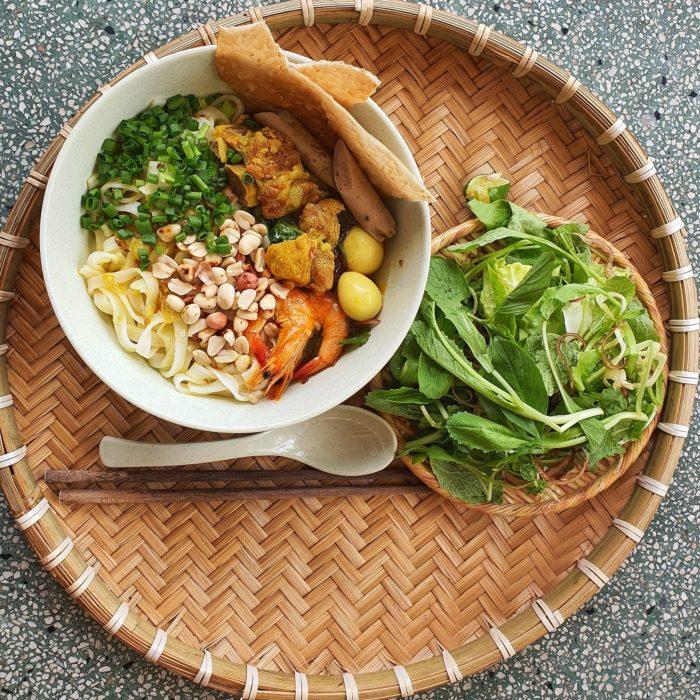 Bí quyết làm mì quảng tôm thịt đậm đà hương vị miền Trung