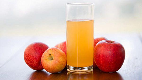 Nước ép táo từ máy ép chậm Hurom